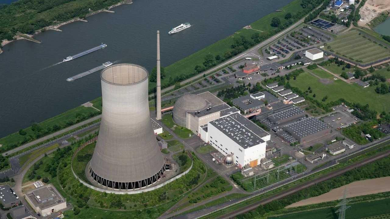 AKW-Kühlturm in Mülheim-Kärlich wird abgetragen: Maschine nimmt Arbeit auf