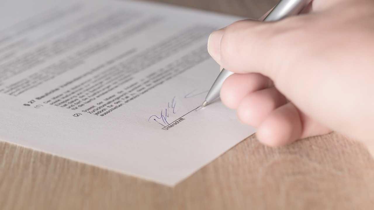 Verbraucherschutz untersucht Tricks und Täuschungen bei Vertragsabschlüssen