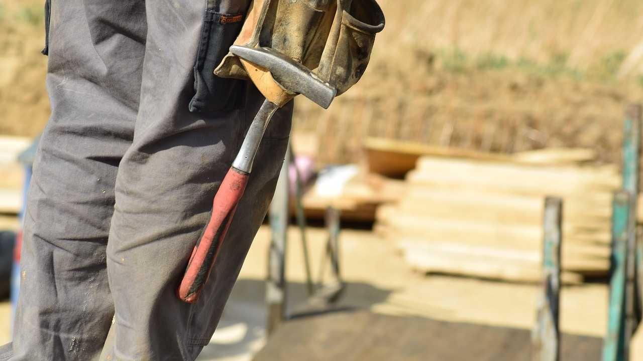 Fachkräftemangel im Handwerk verschärft sich - Kunden warten länger