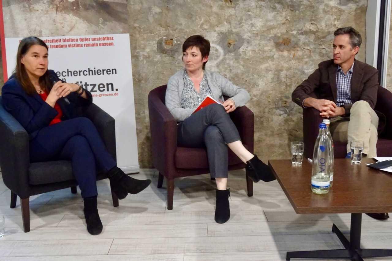 Sabine Frank, Regulierungschefin von Google Deutschland; Julia Beresowskaja vom Nachrichtenportal Grani.ru; David Kaye, UN-Sonderberichterstatter für Meinungsfreiheit (v.l.n.r.)