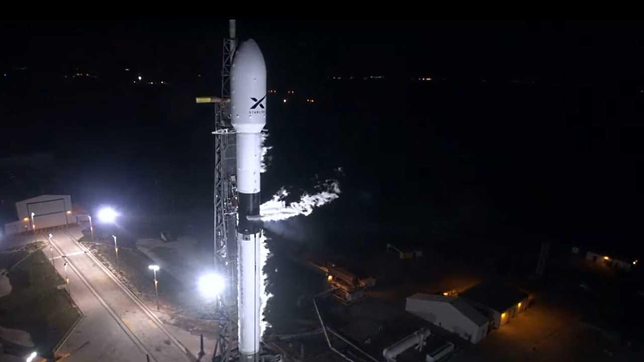 Starlink: SpaceX bringt erste 60 Satelliten für globales Internet-Netz ins All