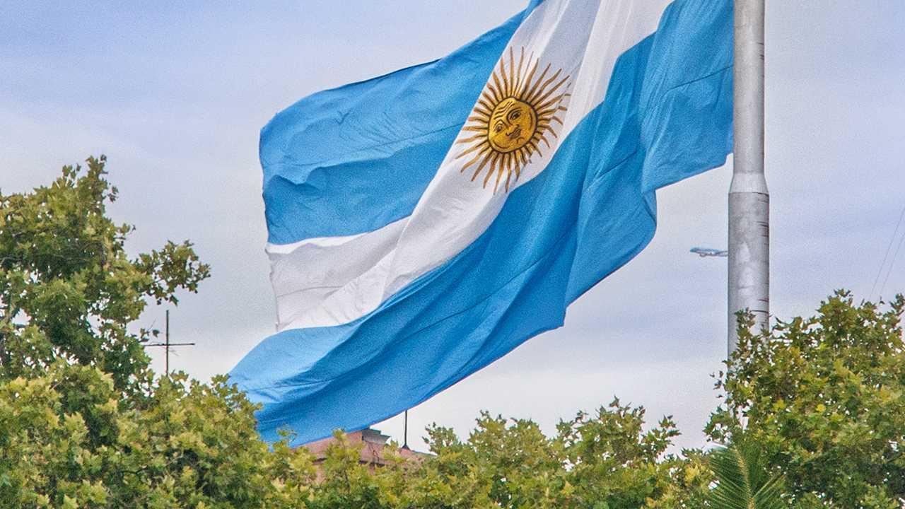 Argentinische Einwanderungsbehörde: Ransomware-Gang leakt kopierte Passdaten