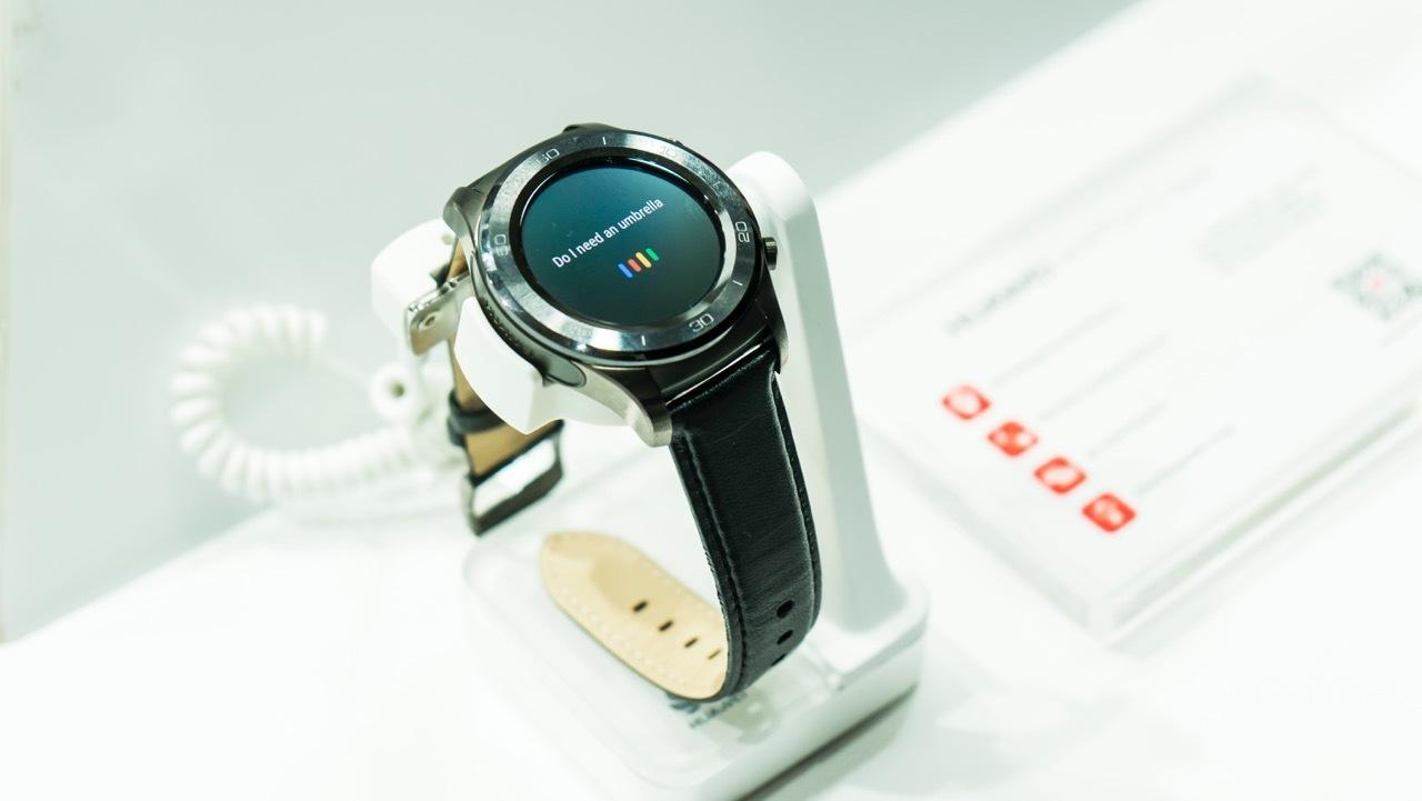 Leder und Metall bekommt man bei der Watch 2 Classic.