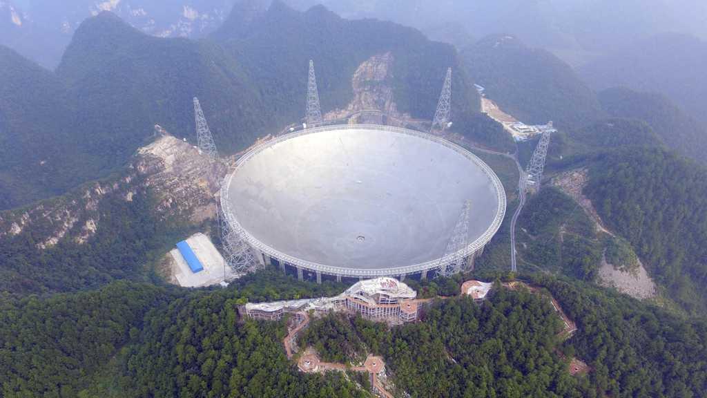 Weltweit größtes Radioteleskop in China hat Arbeit aufgenommen