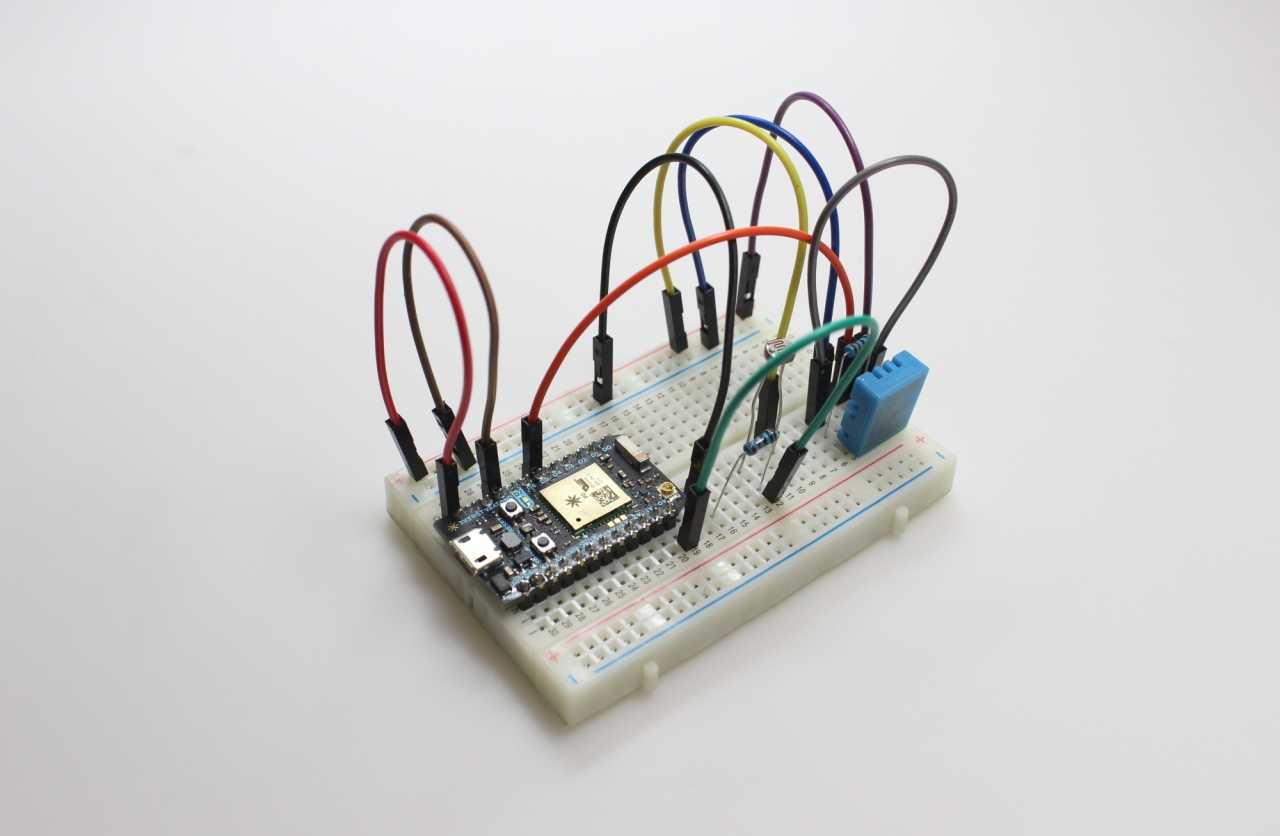Breadboard mit Mikrocontroller Photon