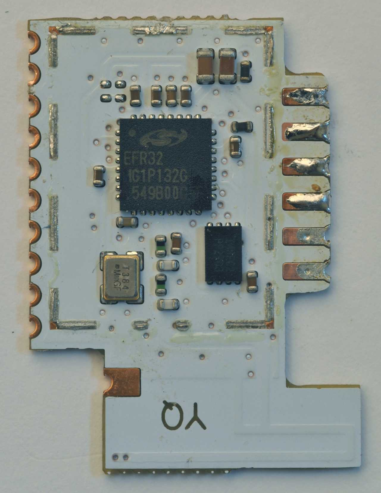 Das IKEA-Transceiver-Modul: Eine weiße Platine mit ARM Cortex-M4