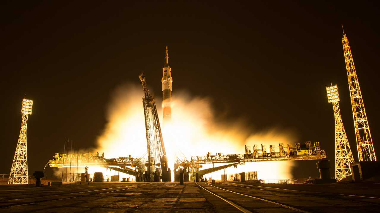 Drei Raumfahrer zur Internationalen Raumstation gestartet