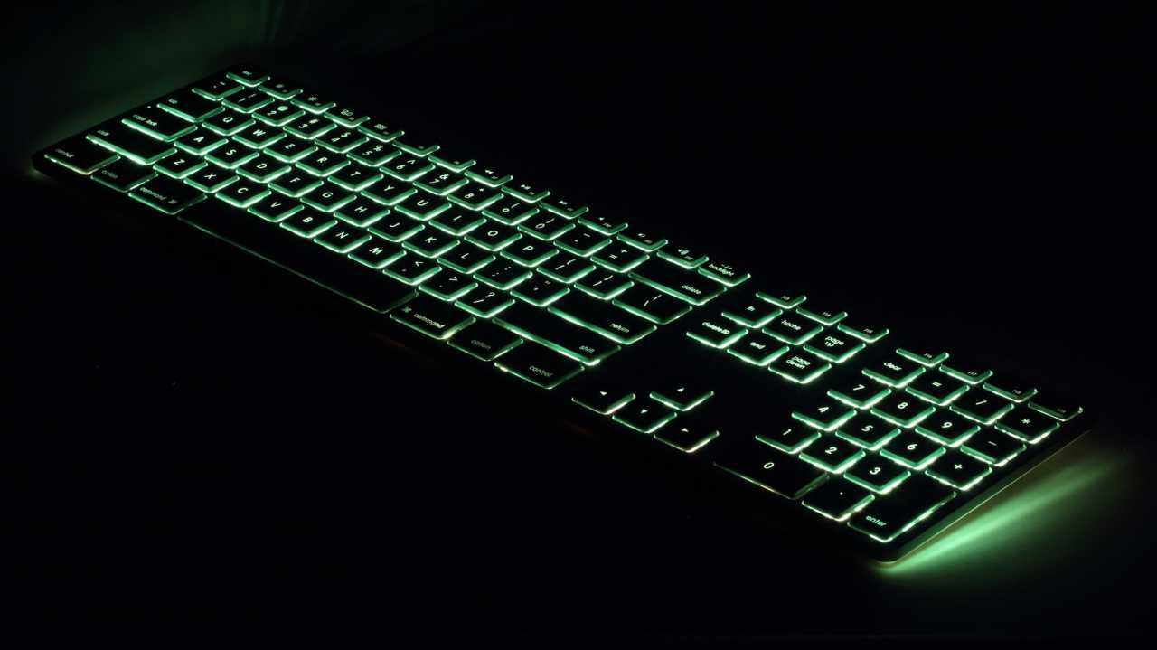 Matias: Kabelgebundene Mac-Tastatur mit RGB-Hintergrundbeleuchtung