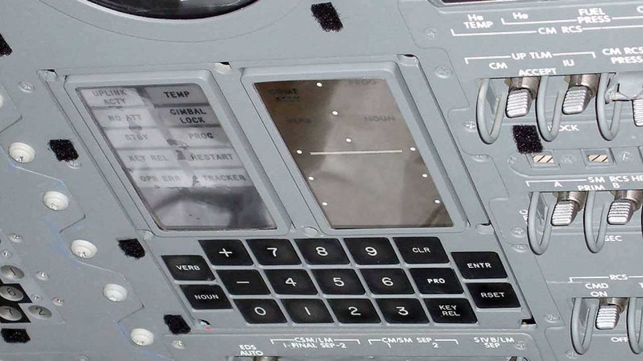 Robuster Begleiter zum Mond: Der Apollo Guidance Computer
