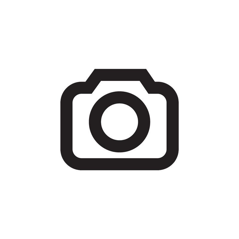 """Entrauschte oder für Rauschen anfällige Bilder schärft man schonend, indem man den Filter """"Unscharf-Maskieren"""" bei geringer Stärke und hohem Radius auf den L-Kanal anwendet."""