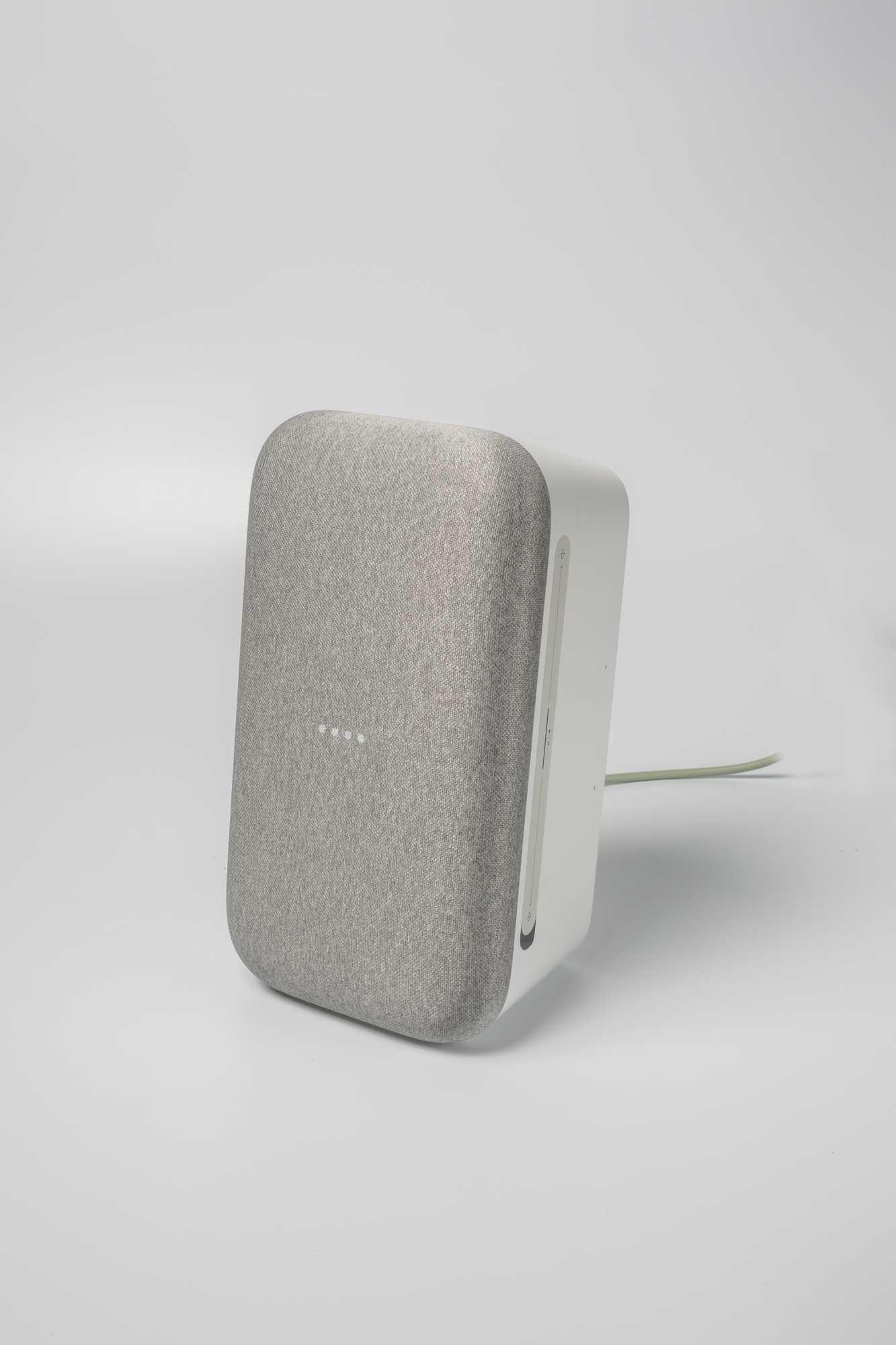 Den Home Max kann man hoch- und querkant nutzen.