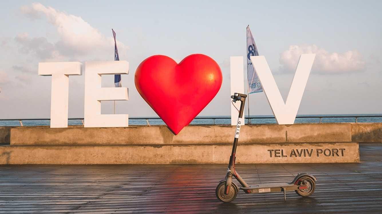 E-Scooter haben Tel Aviv erobert: Kurze Wege, Unfälle und zugeparkte Gehwege