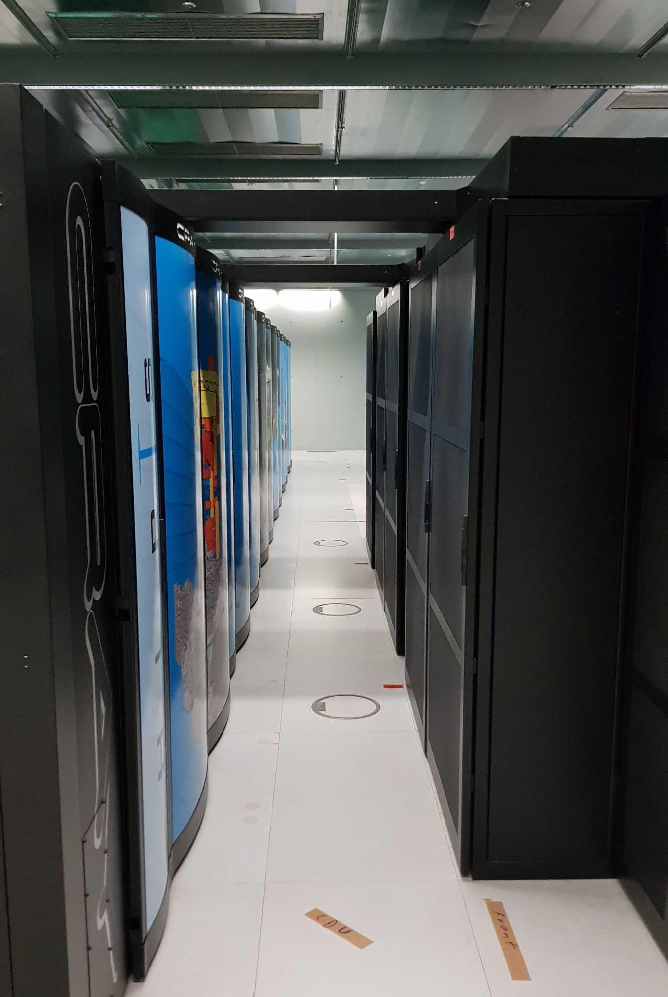 Das Höchstleistungsrechenzentrum Stuttgart übernimmt die Crash-Simulation.