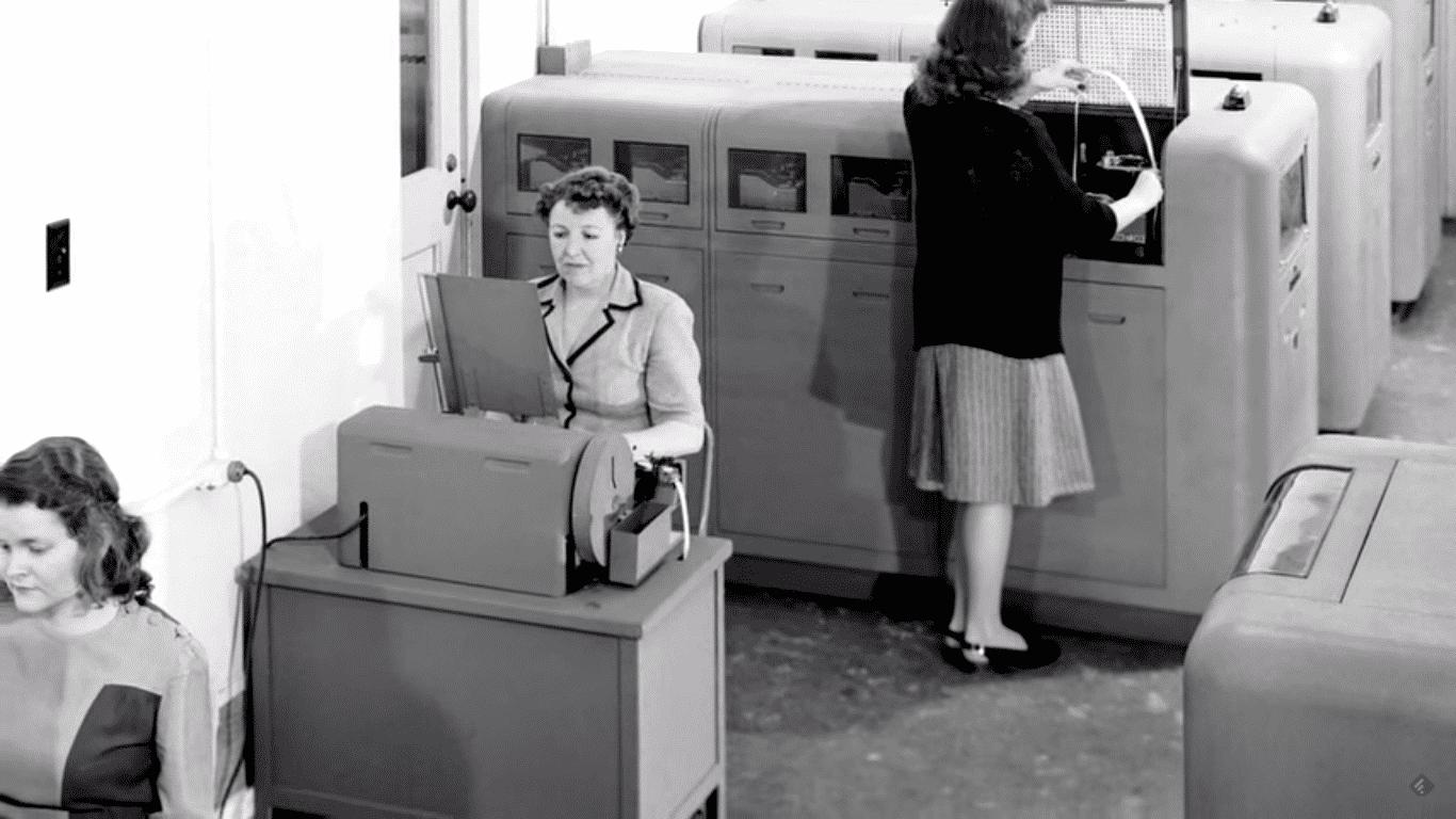 """Die Abteilung, in der Katherine Johnson ihre Arbeit aufnahm, wurde """"Computer who wear Skirts"""" genannt ? Computer, die Röcke tragen"""