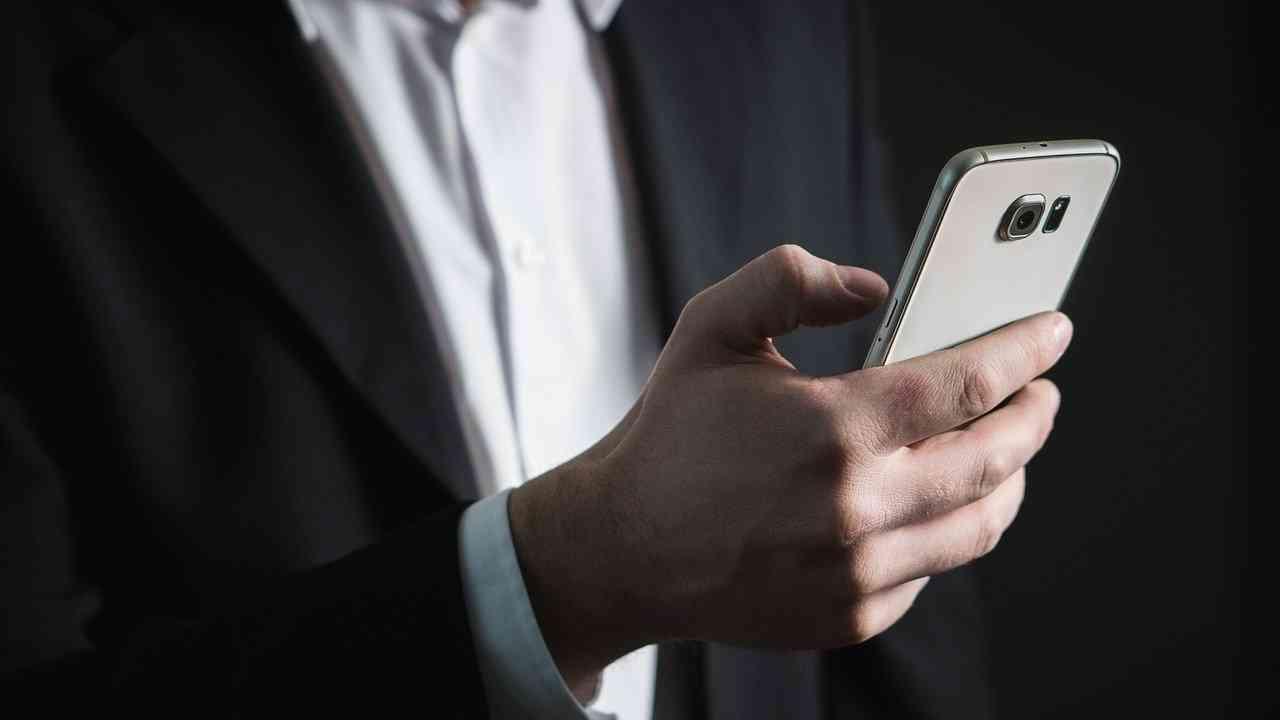 Er sucht sie über sms