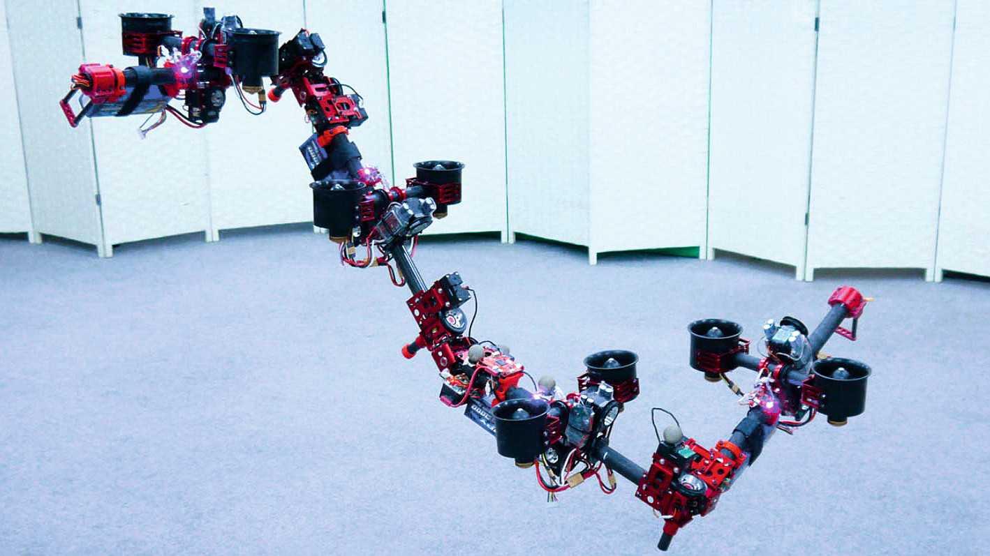 Drohne verändert Gestalt im Flug
