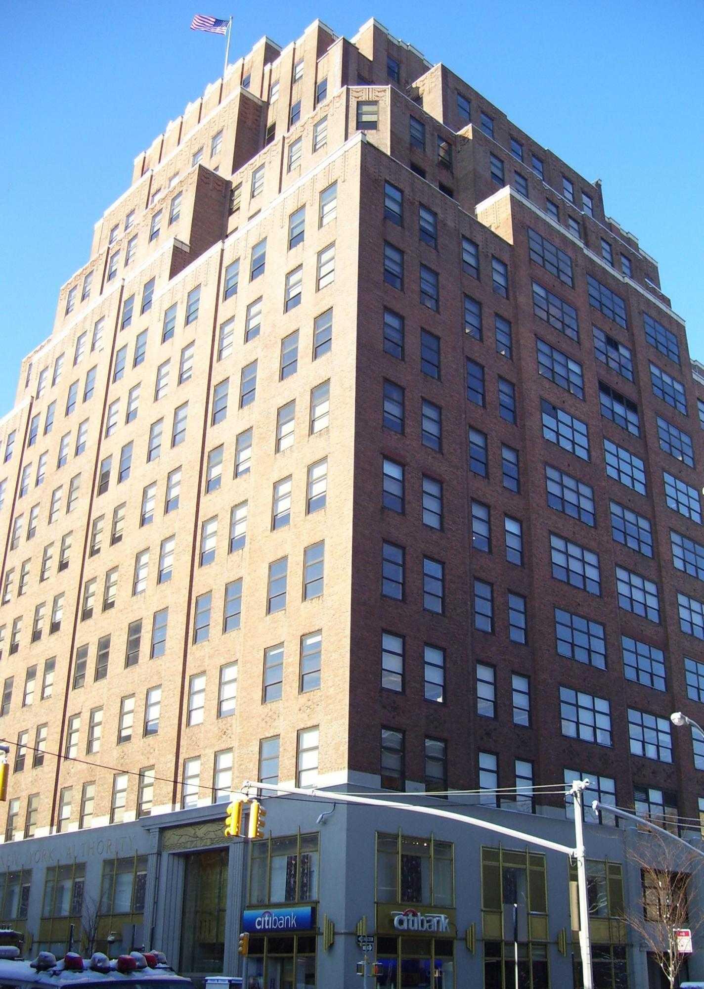 Straßenansicht des Bürohauses 111 Eight Avenue, New York City