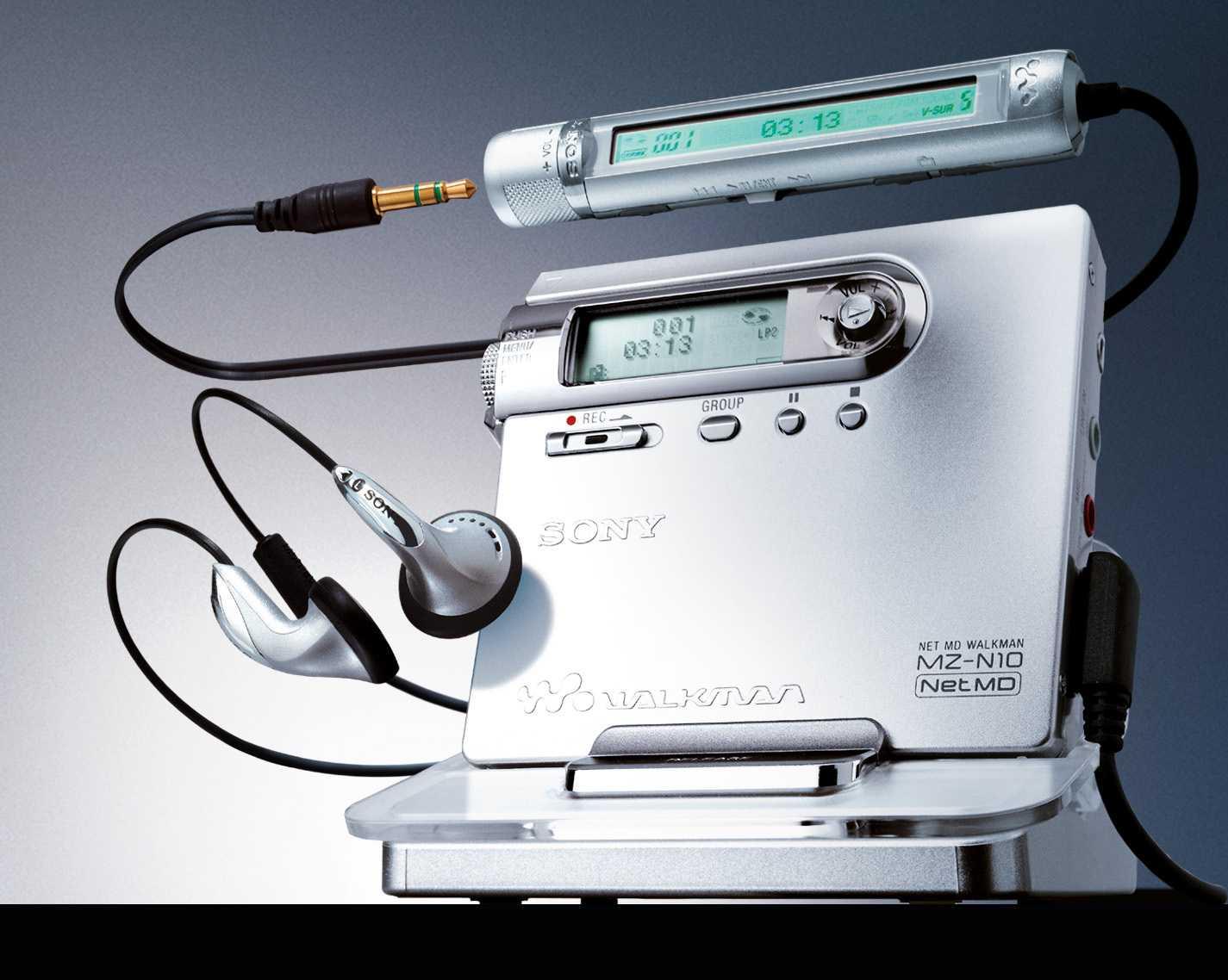 Einen der letzten MiniDisc-Spieler präsentierte Sony im Jahr 2003 mit dem MZ-N 10. Der durfte zwar an den PC; MP3-Musik musste aber verlustbehaftet und zeitraubend ins hauseigene Atrac-Format konvertiert werden. Zu der Zeit kamen auch die ersten MP3-fähigen CD-Portis auf; CD-Brenner waren längst im Massenmarkt angekommen, der iPod da - das war's.