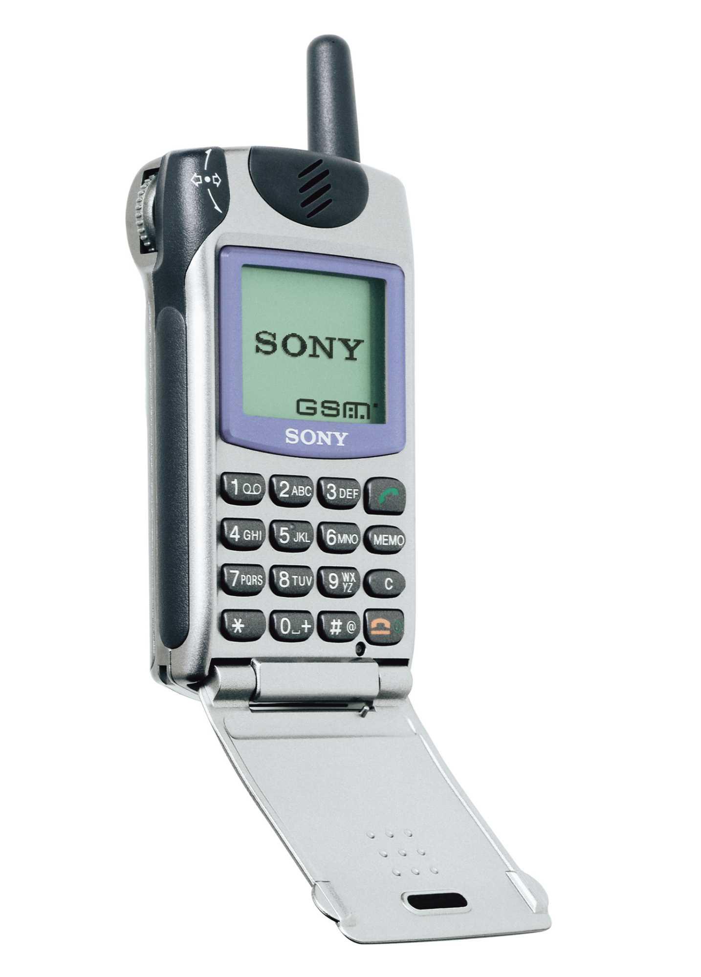 Ein Klassiker: das GSM-Mobiltelefon CMD-Z 5. Wie so oft war das Sony-Handy<br /> seinerzeit eines der kleinsten - und begehrtesten.