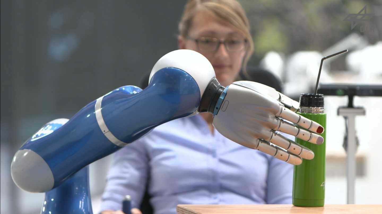 Roboter des Deutschen Zentrums für Luft- und Raumfahrt sollen in Altenheim aushelfen