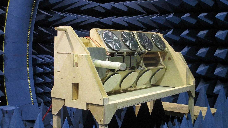 Vor dem Einsatz musste die Icarus-Antenne unter anderem Hochfrequenztests unterzogen werden.