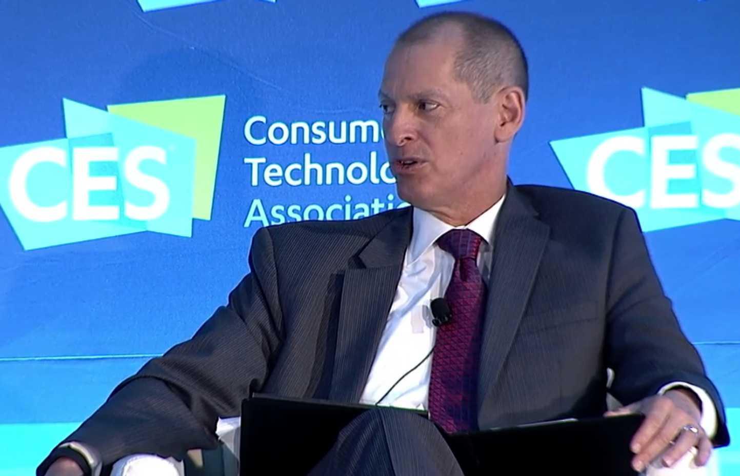 Gary Shapiro, sitzend