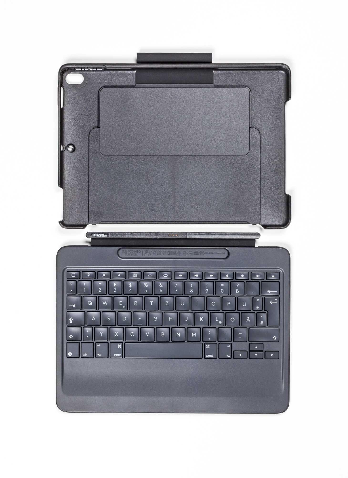 Logitechs Slim Combo trägt dick auf [--] dafür vereint es eine gute Tastatur mit Hintergrundbeleuchtung sowie eine Schutzhülle mit Ständer und Pencil-Halterung.