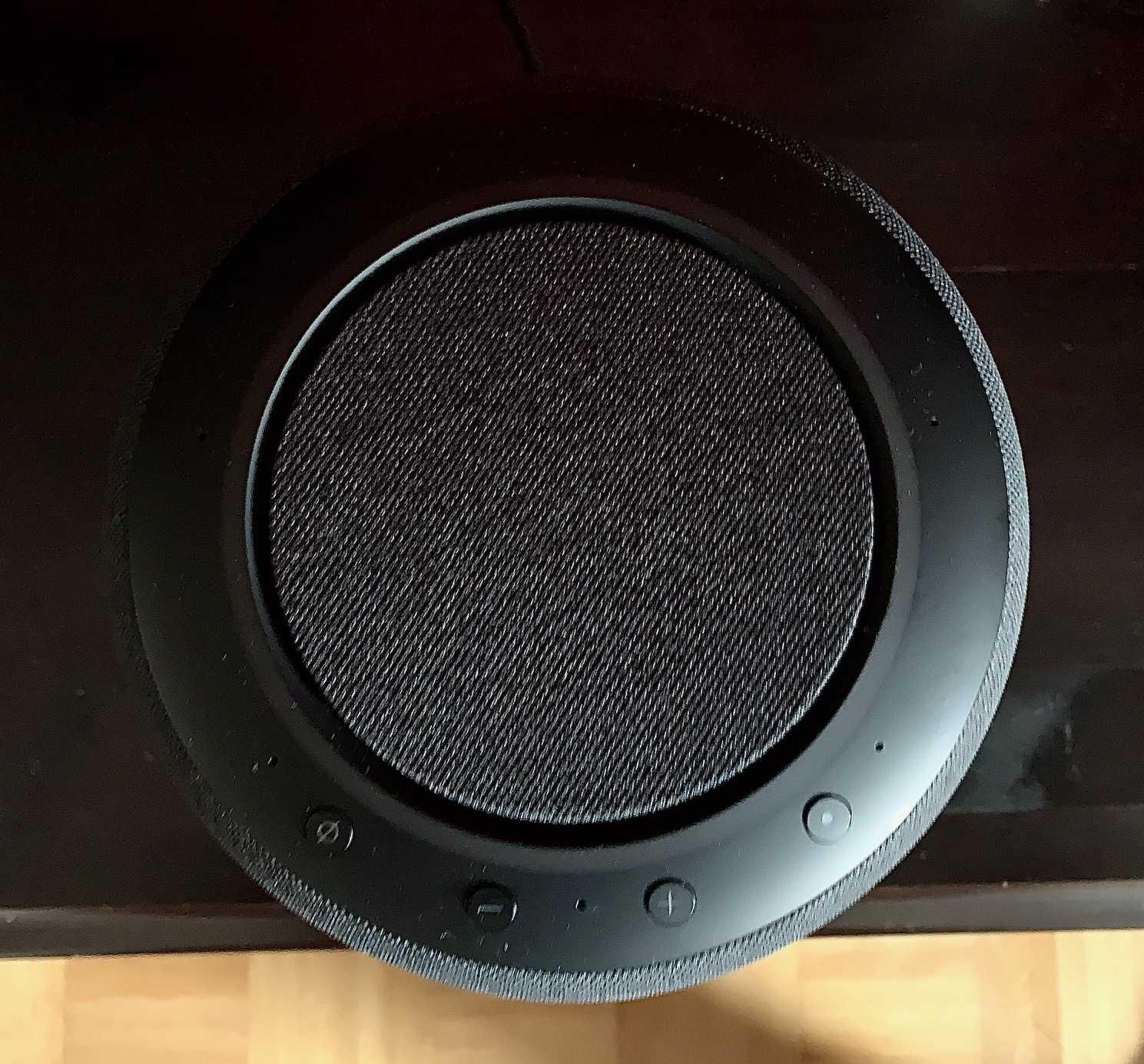 Der Echo Studio strahlt auch in Richtung Decke ab, um bei passendem Quellmaterial einen dreidimensionalen Klang zu erzeugen.