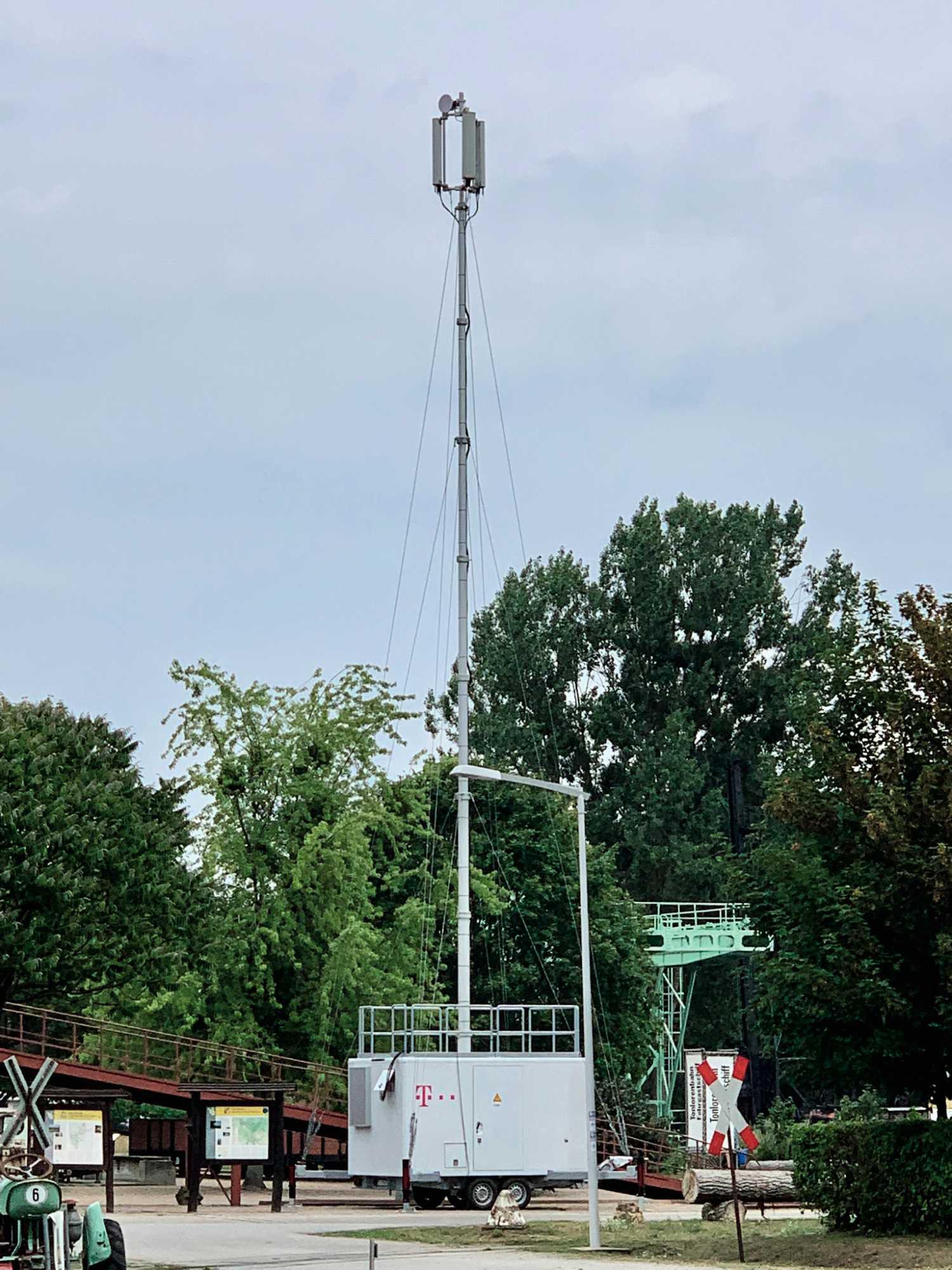 LTE auf Rädern: Die Telekom bietet auf dem CCCamp Internet- und Telefonie über eine fahrbare Mobilfunkbasisstation.