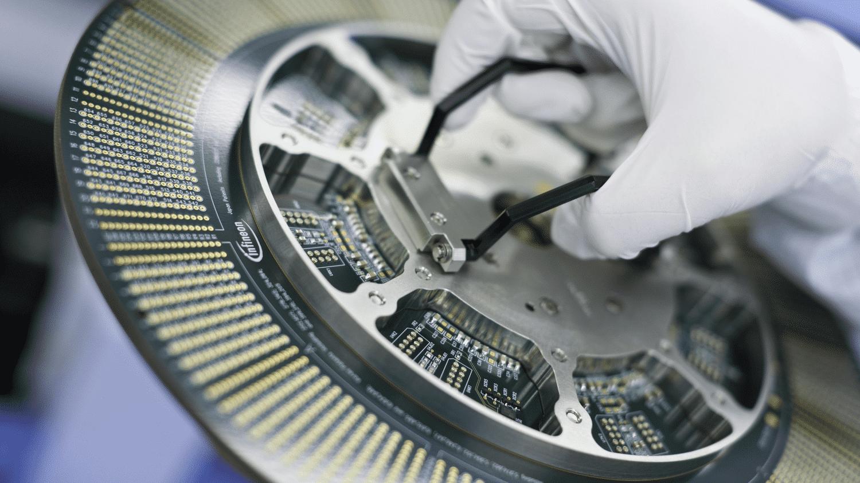 Infineon profitiert von Autoindustrie, aber enttäuscht mit Ausblick