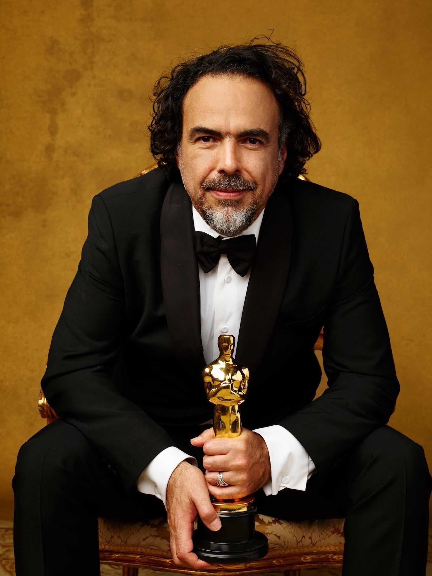 """Alejandro González Iñárritu, hier mit seinem Oscar für """"The Revenant""""."""