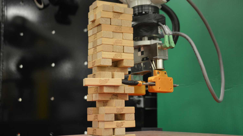 Kurz gelernt und schon ganz passabel: Roboter meistert Jenga