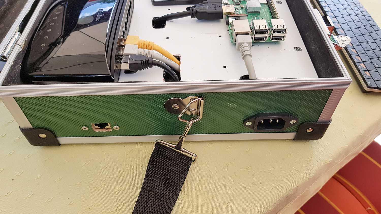 Arduino-Koffer Version 2 mit Raspberry Pis: Anschlüsse an der Seite