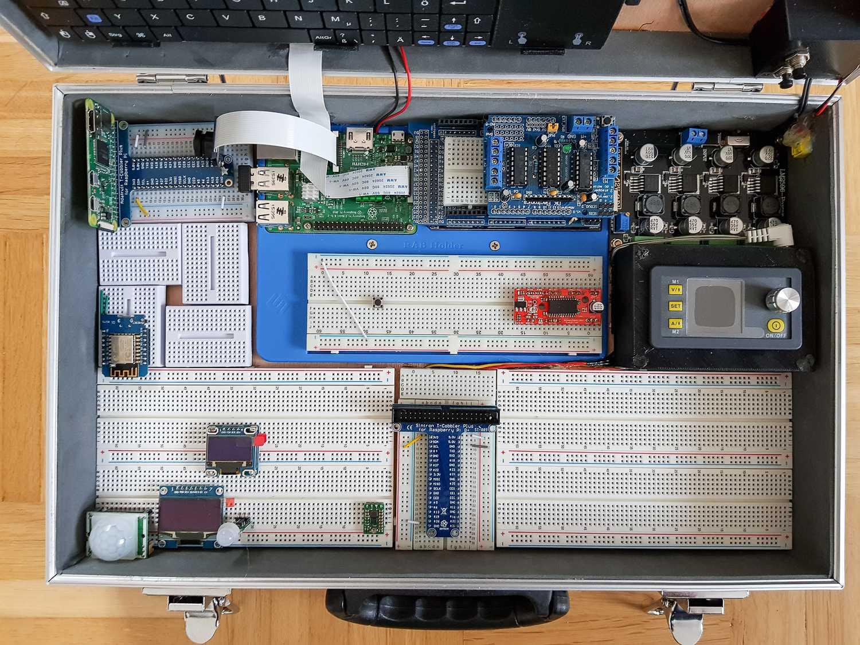 Blick auf den Raspberry-Pi-Koffer mit magnetisch austauschbaren Modulen