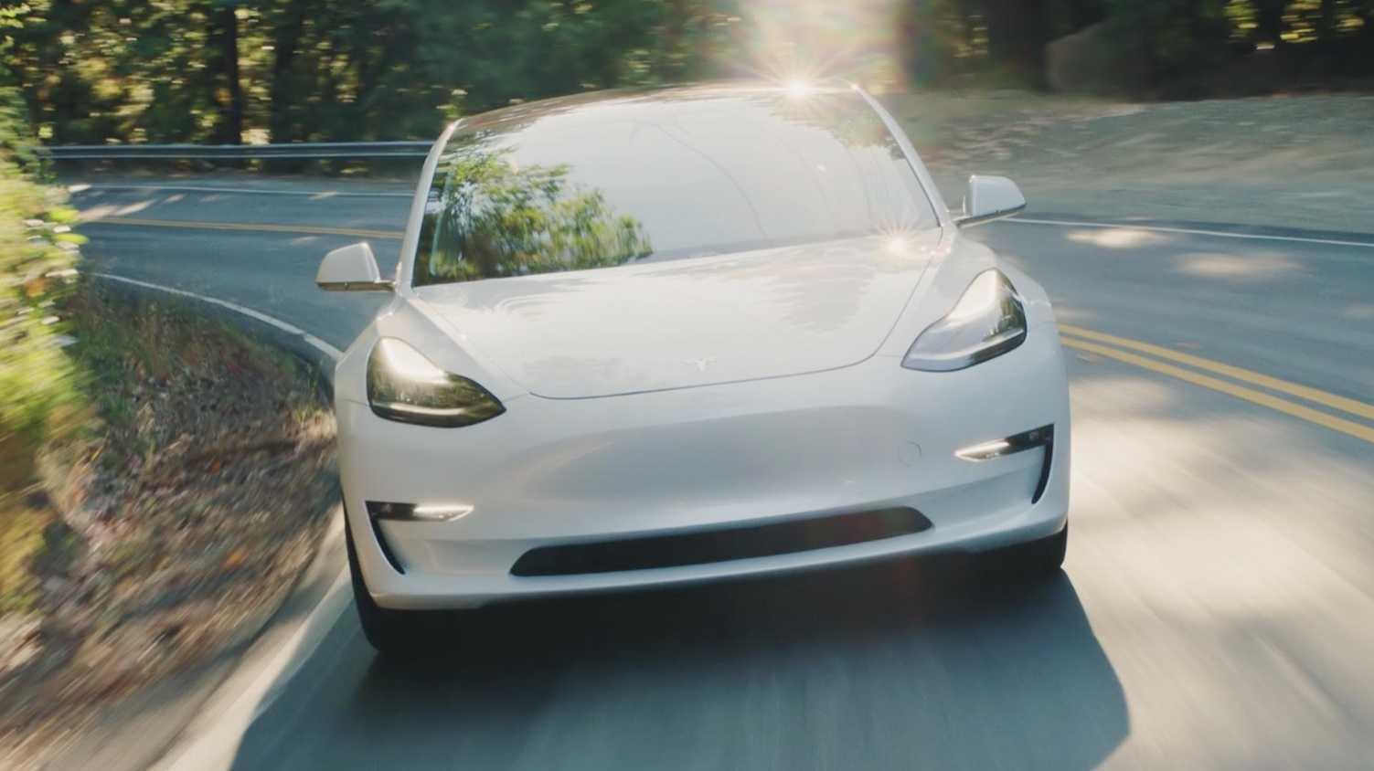 Elektroautos: Tesla schreibt erstmals seit zwei Jahren schwarze Zahlen