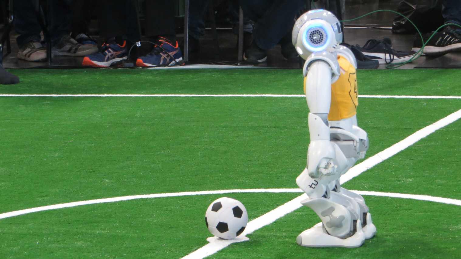 RoboCup German Open: Neue Arbeitsmoral, Kunstrasen und andere Herausforderungen