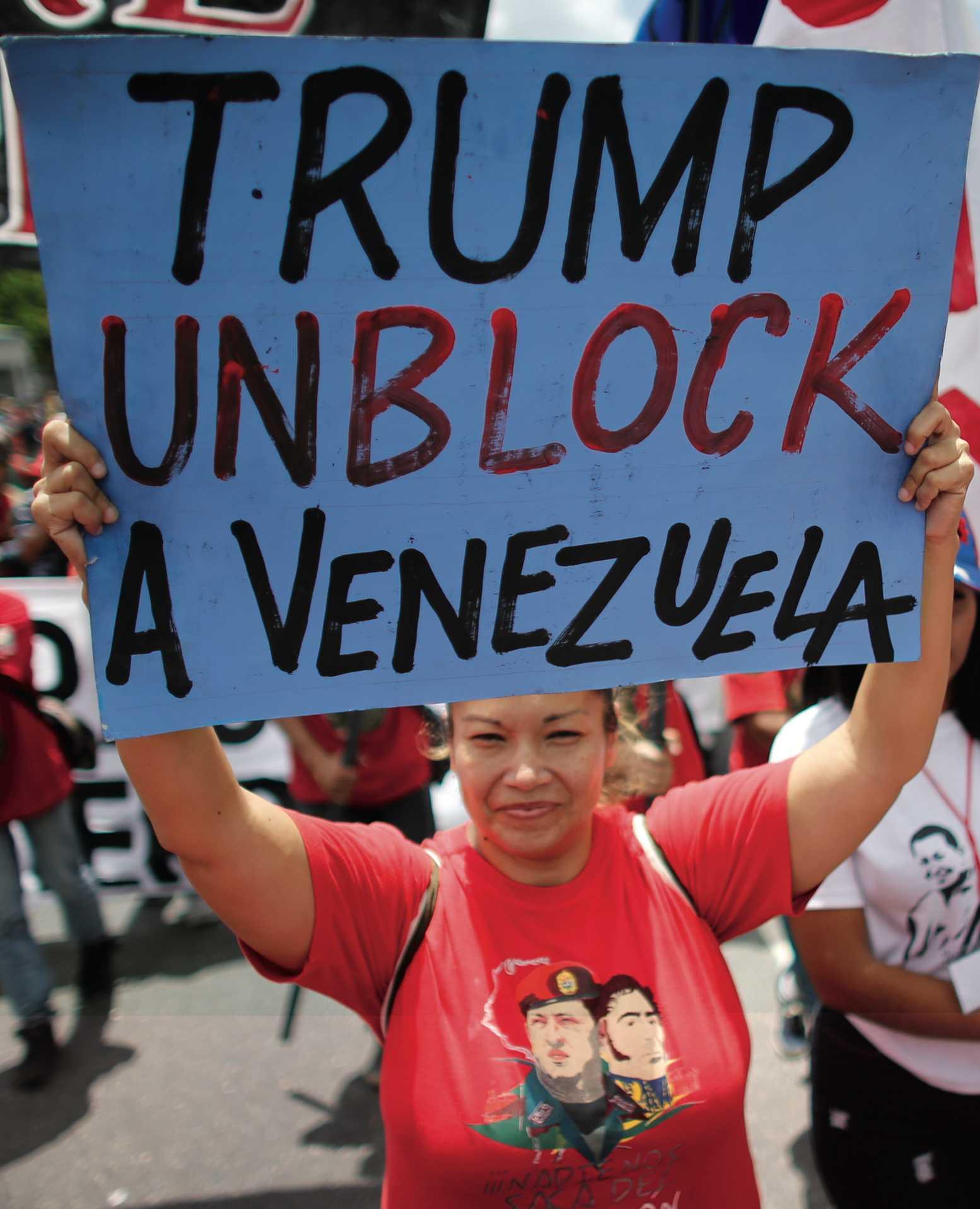 Regierungsanhänger protestieren gegen Trumps Wirtschaftssanktionen.