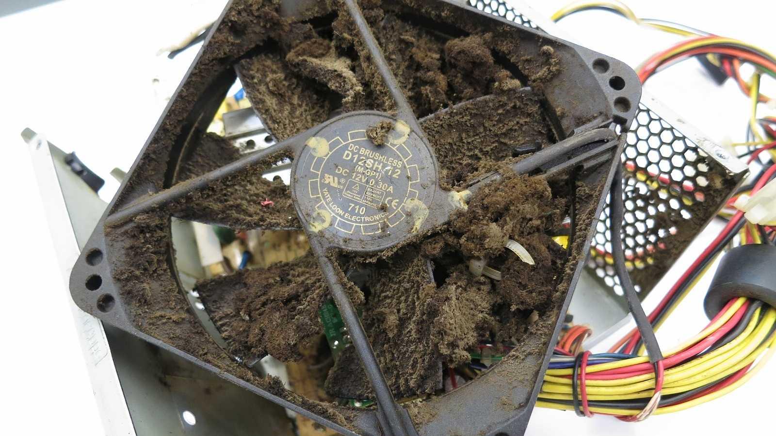 So schmutzig sollte man einen PC nicht werden lassen - aber auch nicht das Netzteil öffnen!
