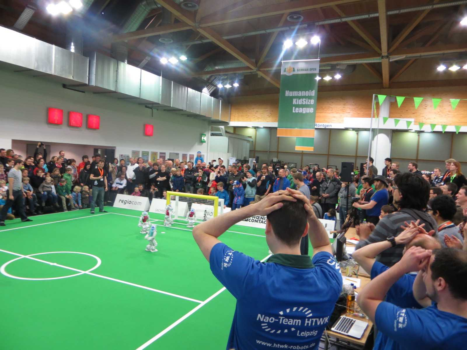 ... aber die größte Begeisterung löst beim RoboCup immer noch der Fußball aus.