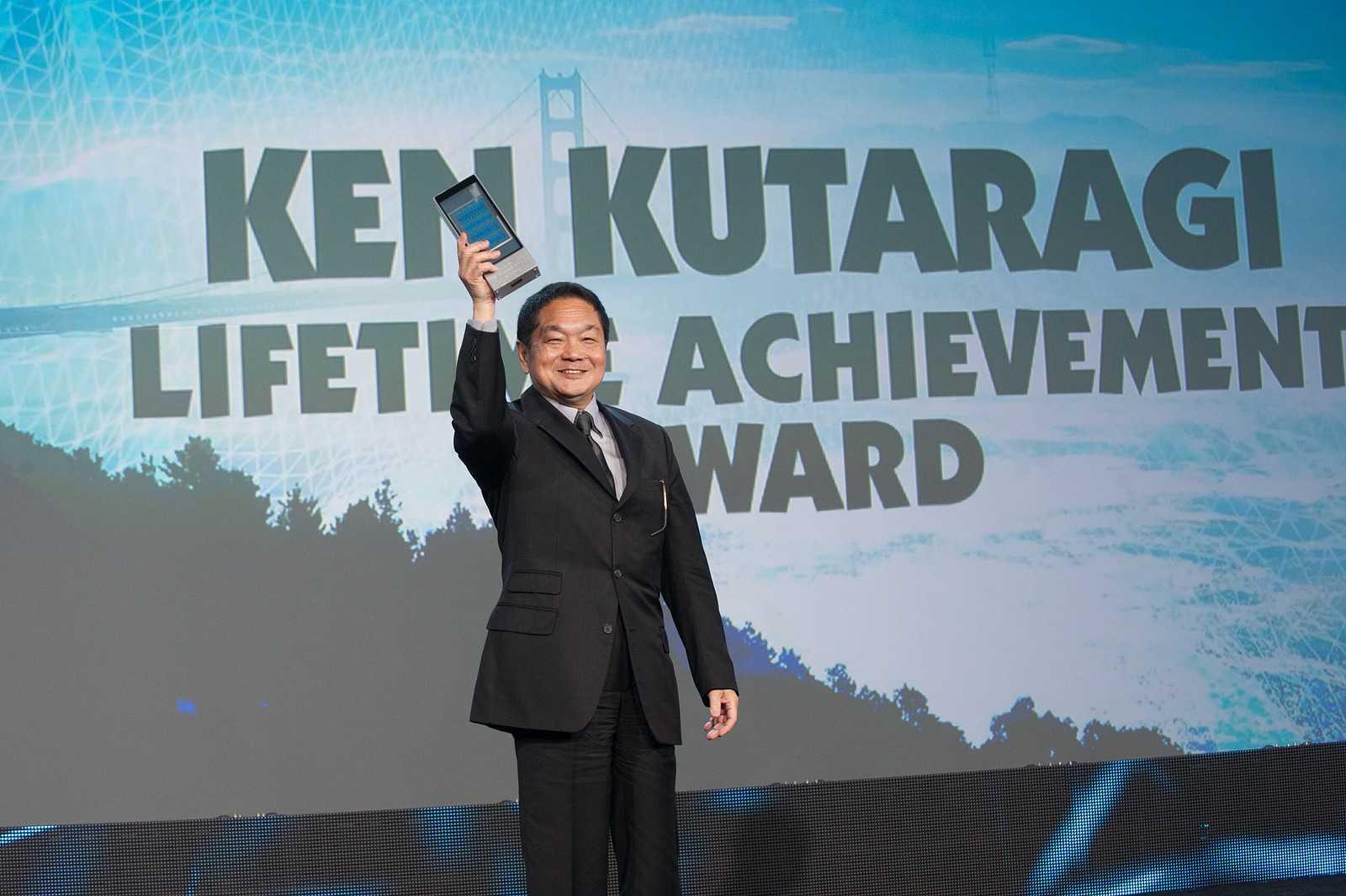 2014 wurde Ken Kutaragi für sein Lebenswerk auf der GDC geehrt. Er setzte Anfang der 90er auf rechenstarke 3D-Chips und CDs als Datenspeicher, um mit der Playstation die Konkurrenz aus dem Stand zu überflügeln.