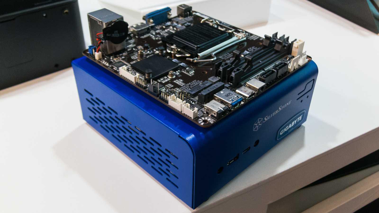 Mini-STX-Mainboards und -Gehäuse für kompakte Selbstbau-PCs