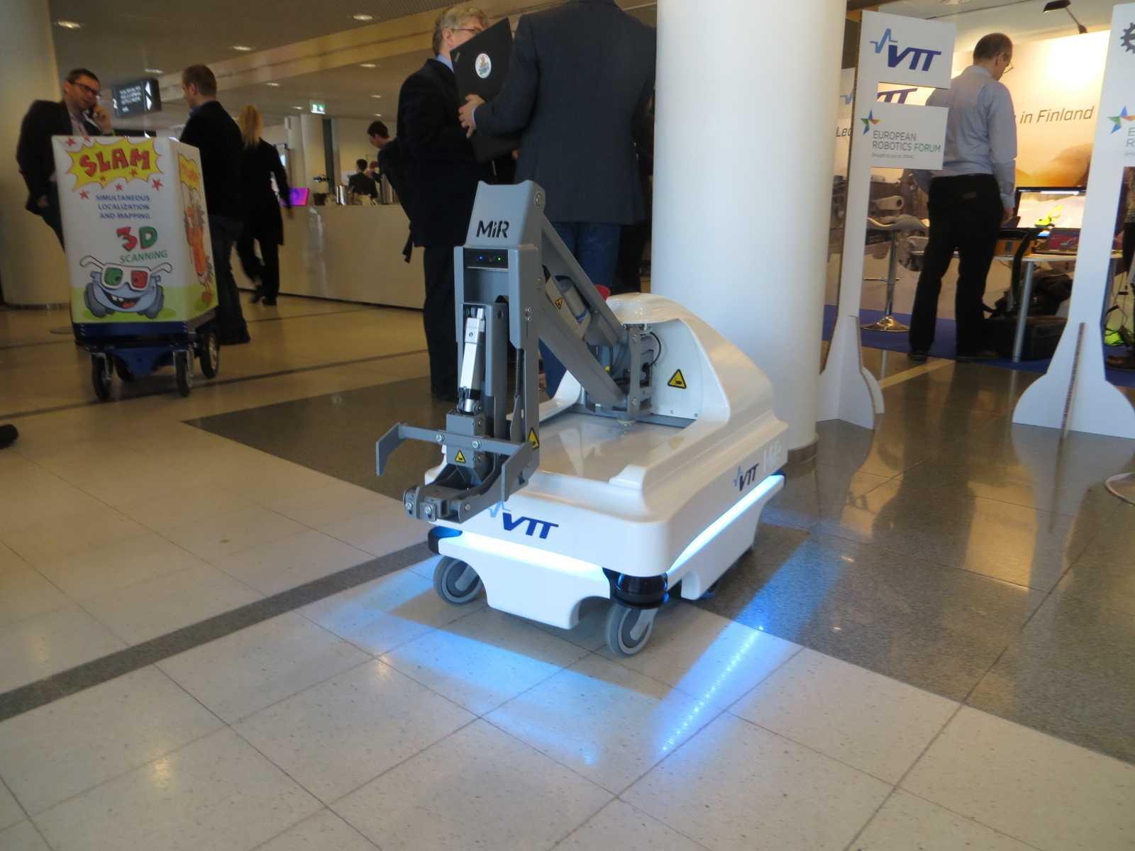 Roboter dieser Art sind deutlich robuster und konnten beim European Robotics Forum zeigen, dass sie sich sicher durch Menschenmengen bewegen können. Für den Einsatz in der Pflanzenpflege müssen sie aber noch deutlich intelligenter werden.
