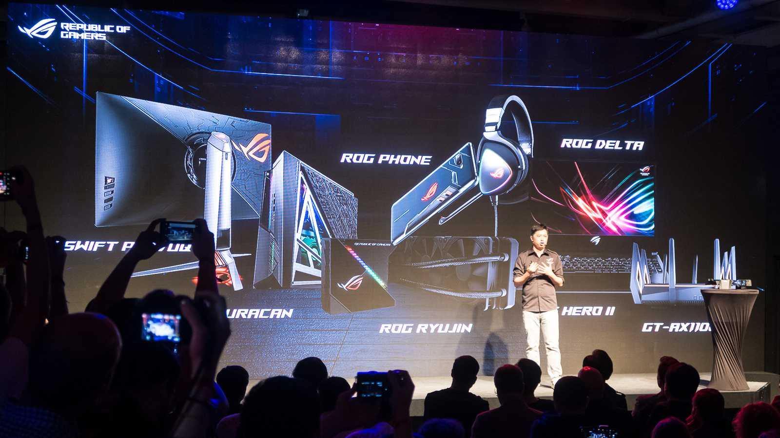 Asus Gaming-Zubehör: USB-C-Kopfhörer, Wasserkühlung und PC-Netzteil mit OLED-Display