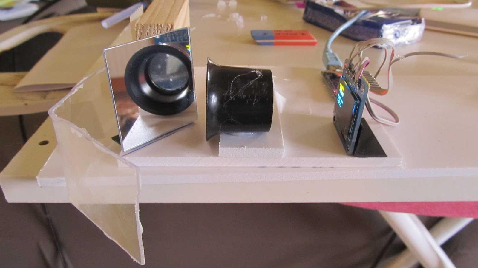 Linsenaufbau auf dem Tisch.