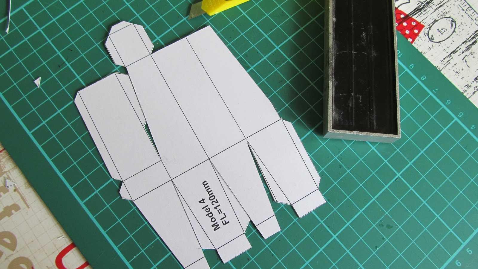 Unterlage mit Pappform.