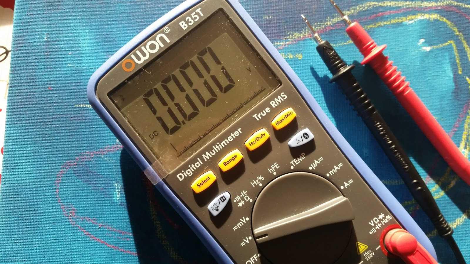 Multimeter Owon B35T.
