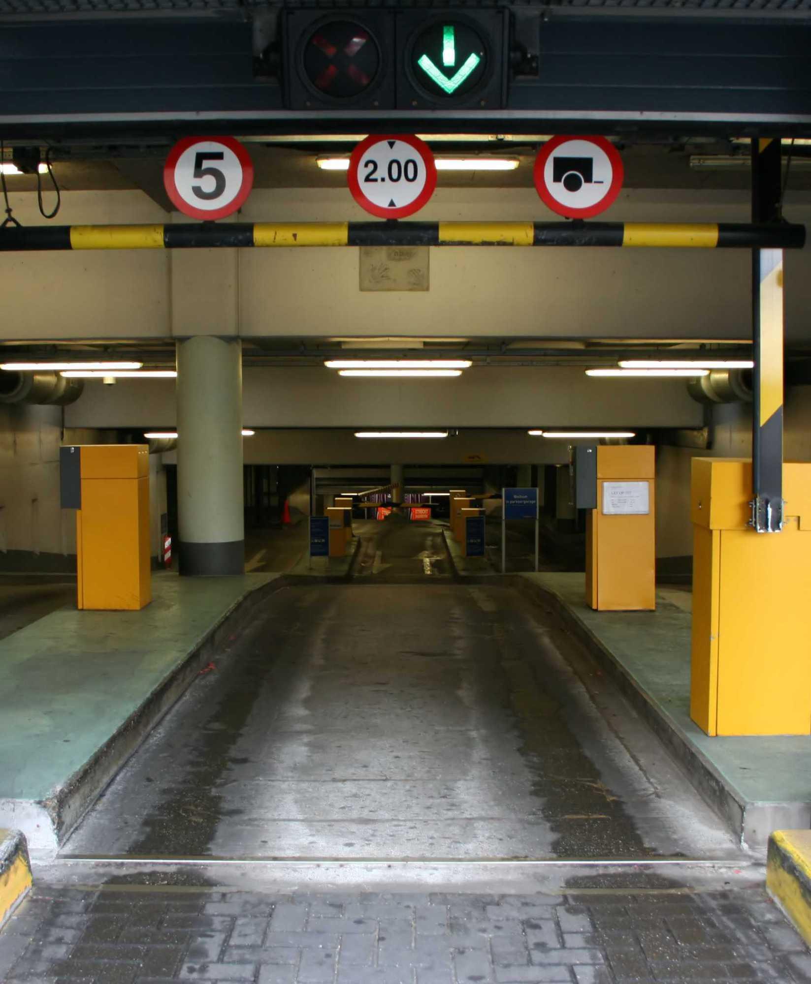 Unter anderem in Parkhäusern sollen massenhaft automatische Kennzeichen-Erfassungsanlagen installiert sein