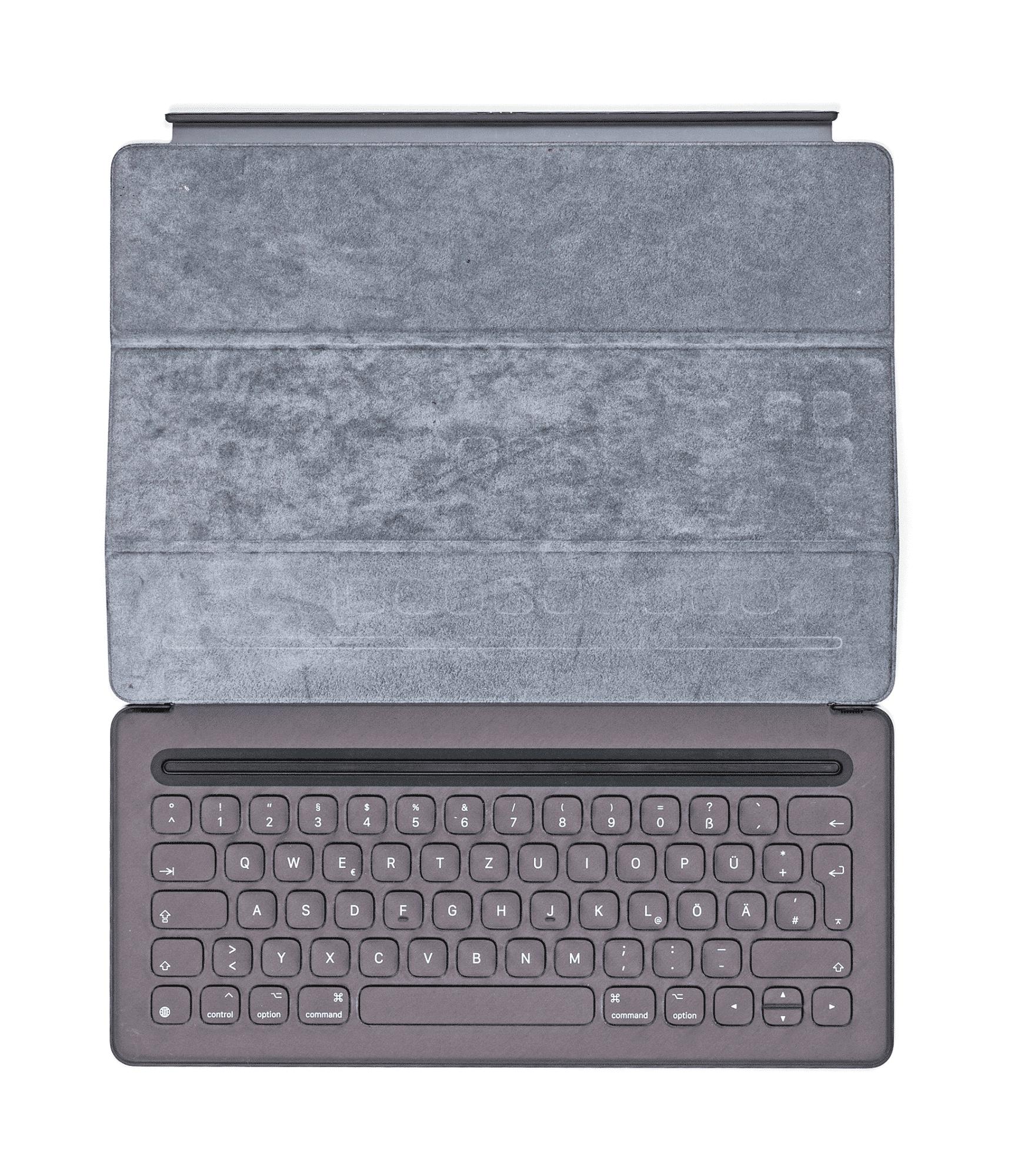 Das Apple-Keyboard ist flach und bietet guten Tippkomfort. Eine Hintergrundbeleuchtung bringt es nicht mit.