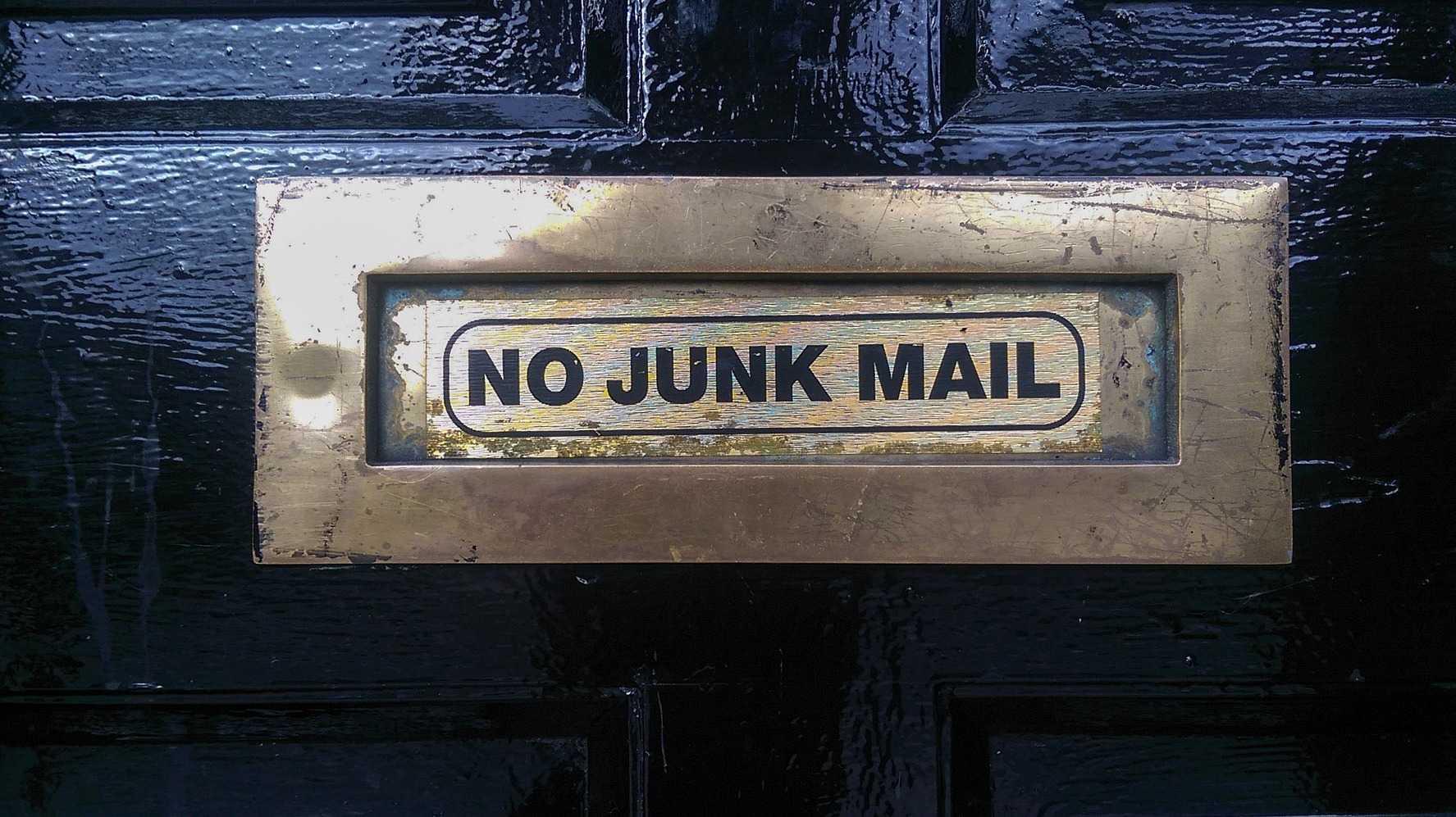 """Briefschlitz mit Aufschrift """"No Junk Mail"""""""