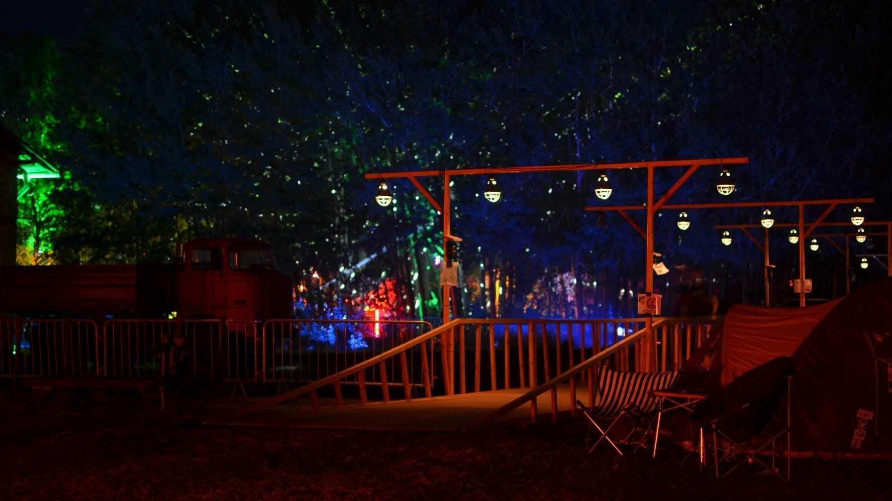 Bunte Lichter auf dem Chaos Communication Camp 2015